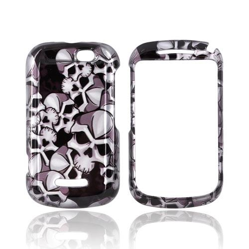 Motorola Clutch+ i475 Hard Case - Silver Skulls on Black